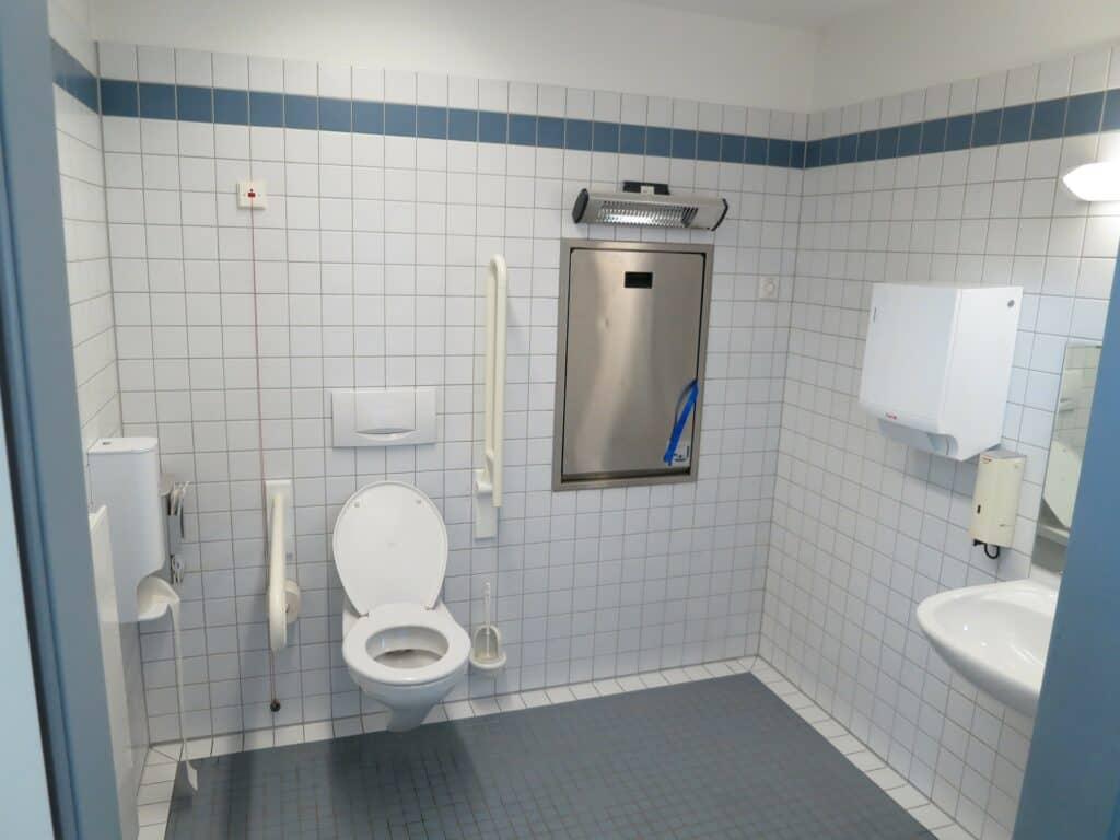 Dove possiamo trovare un idraulico per il WC intasato da oggetti?